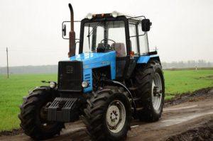 Трактор МТЗ-1221 фото