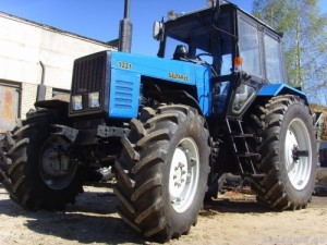 Трактор МТЗ-1221. Технические характеристики