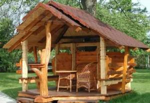 Красивая открытая деревянная беседка для дачи фото