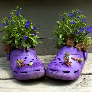 Клумба в ботинках своими руками