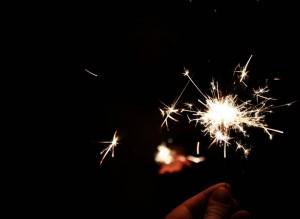 Новый Год Петуха 2017: как и в чем встречать, что готовить и чем украшать