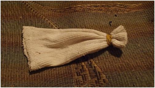 Голенище носка завязываем