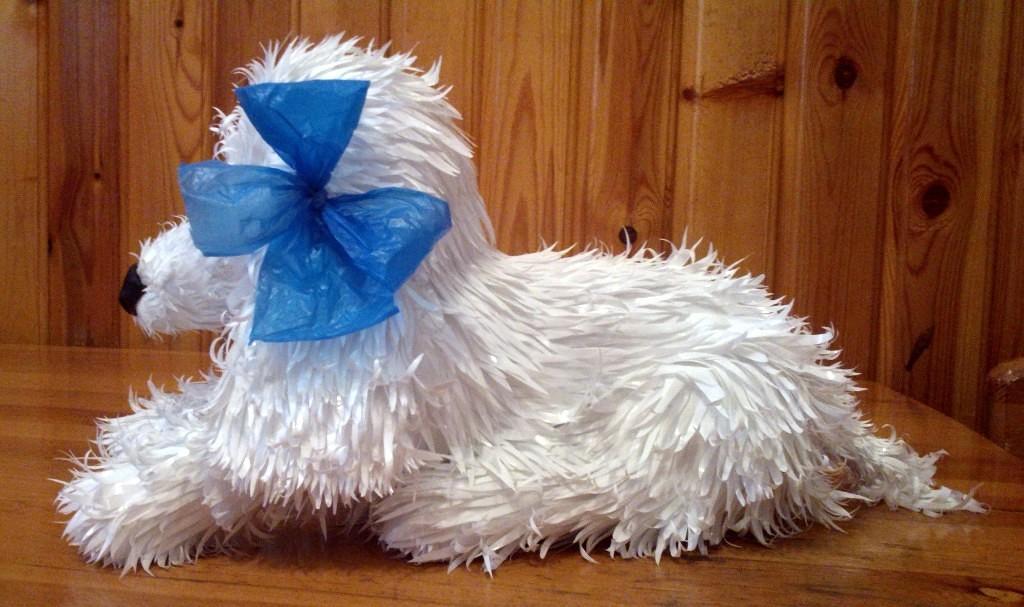 Новогодняя собака из полиэтиленовых пакетов.