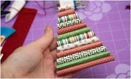 Елочку можно украсить разноцветными бусинками