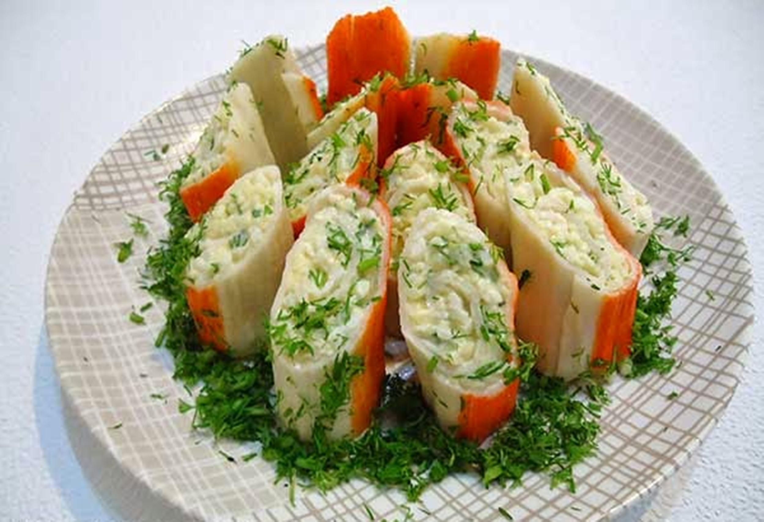 Крабовые палочки с сыром и зеленью