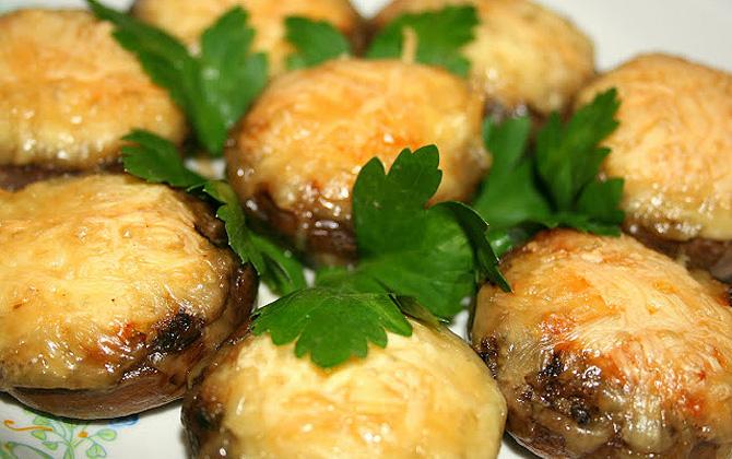 Горячие блюда на Новый Год 2018 из овощей и грибов: рецепты с фото.