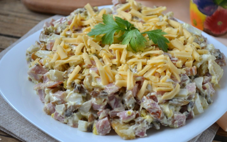 Салат с грибами и ветчиной: рецепт с фото.