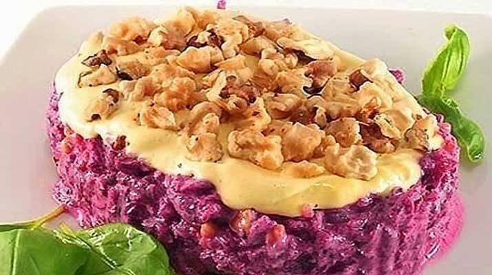 Зимний салат с запеченными овощами и фундуком.