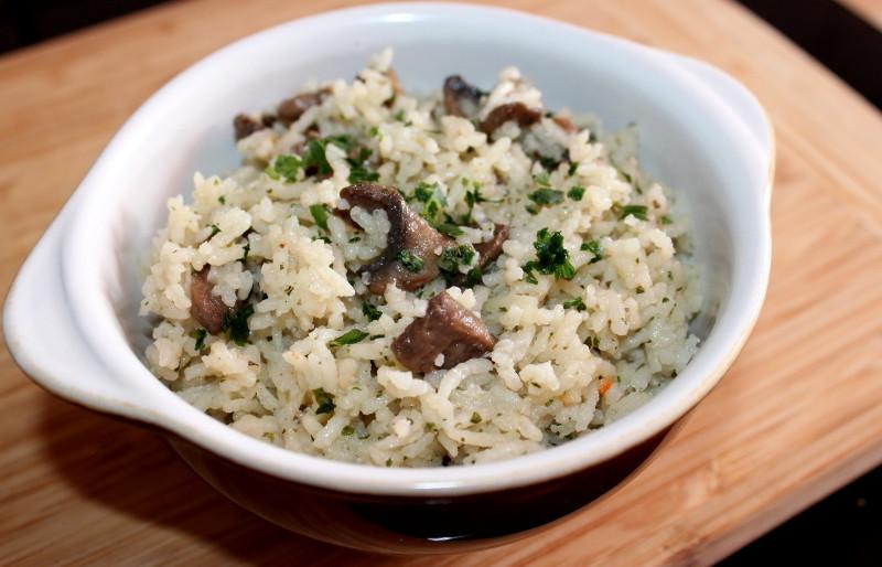 Пошаговый диетический рецепт: рисовый гарнир с грибной добавкой.