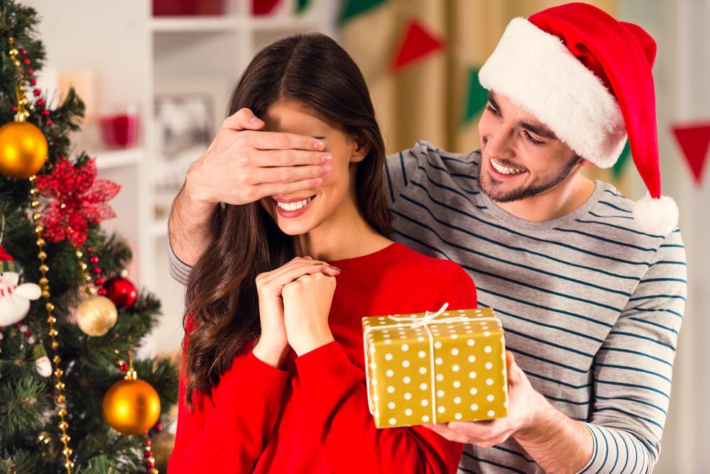 Что дарить жене на Новый год 2019?
