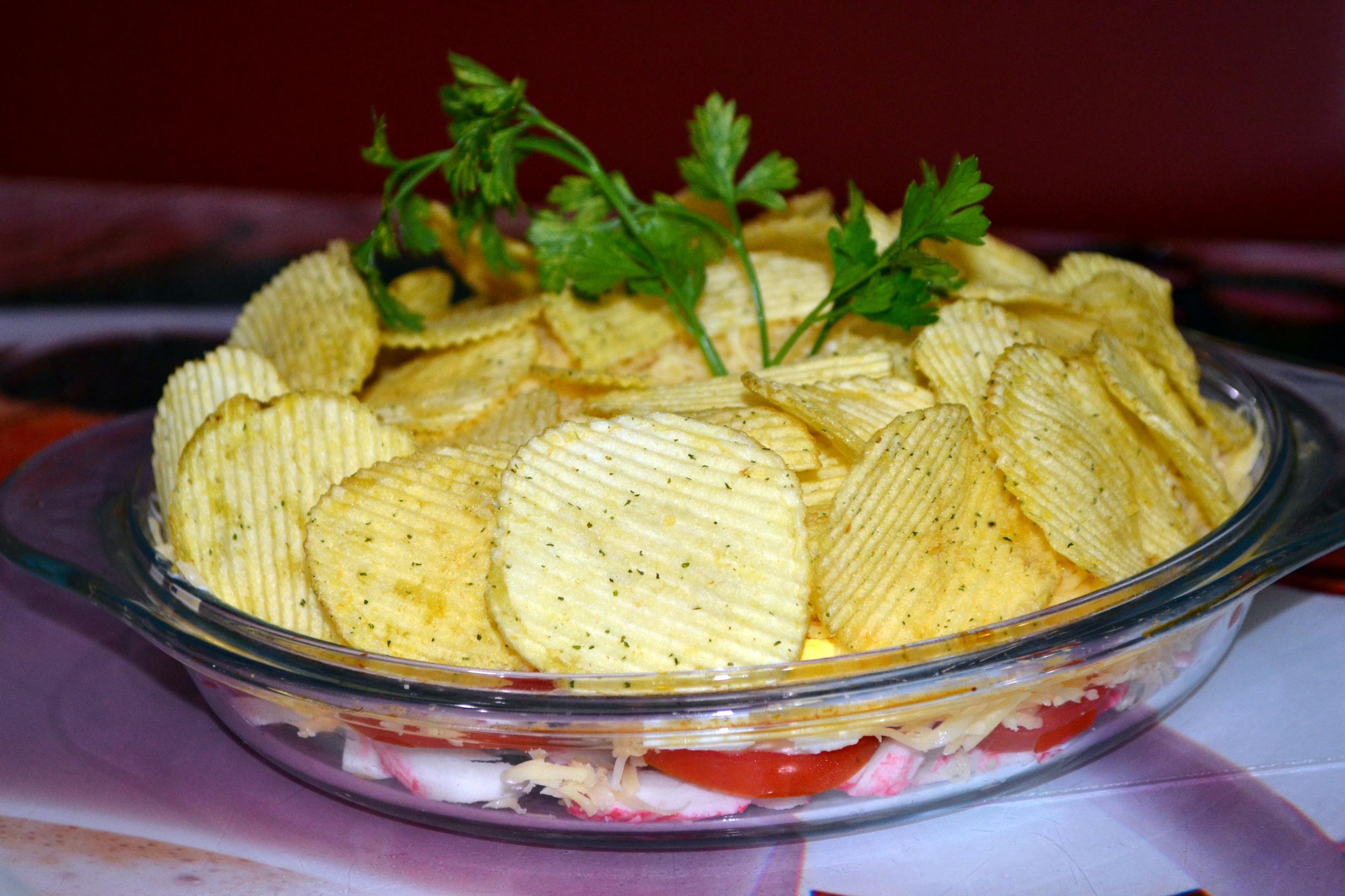 Салат из крабовых палочек с чипсами