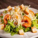 Вкусные рецепты салата Цезарь на Новый год 2020