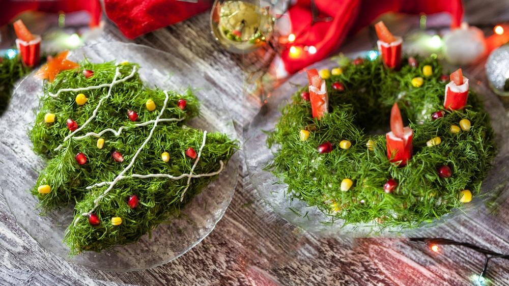 Крабовый салат в виде ёлки и рождественского венка