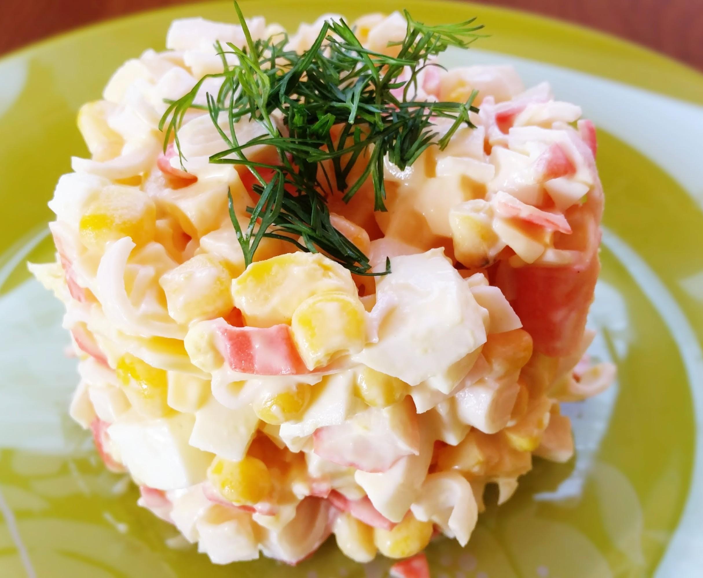 Салат из крабовых палочек с кукурузой и картофелем