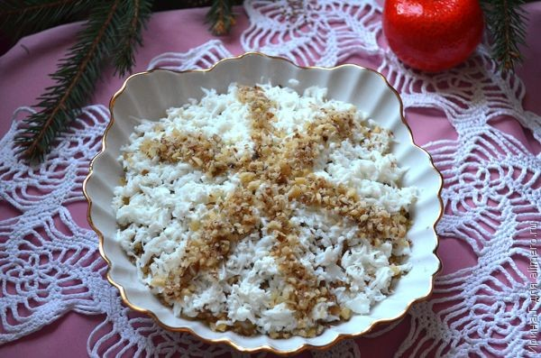 Новогодний салат «Снежинка» с курицей и грибами