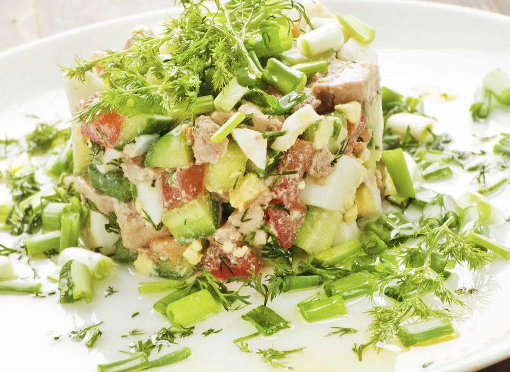 Новогодний салат из печени трески