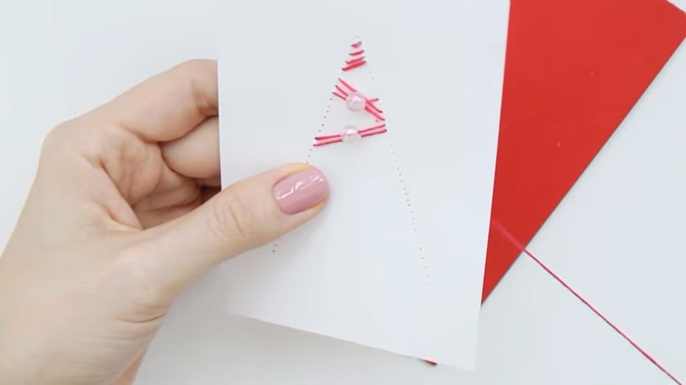 Новогодняя открытка «Красная ёлочка»