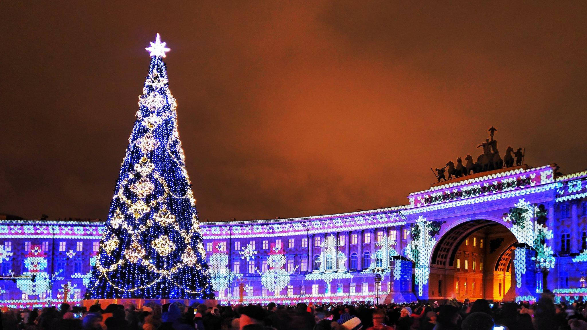 Дворцовая площадь на Новый год