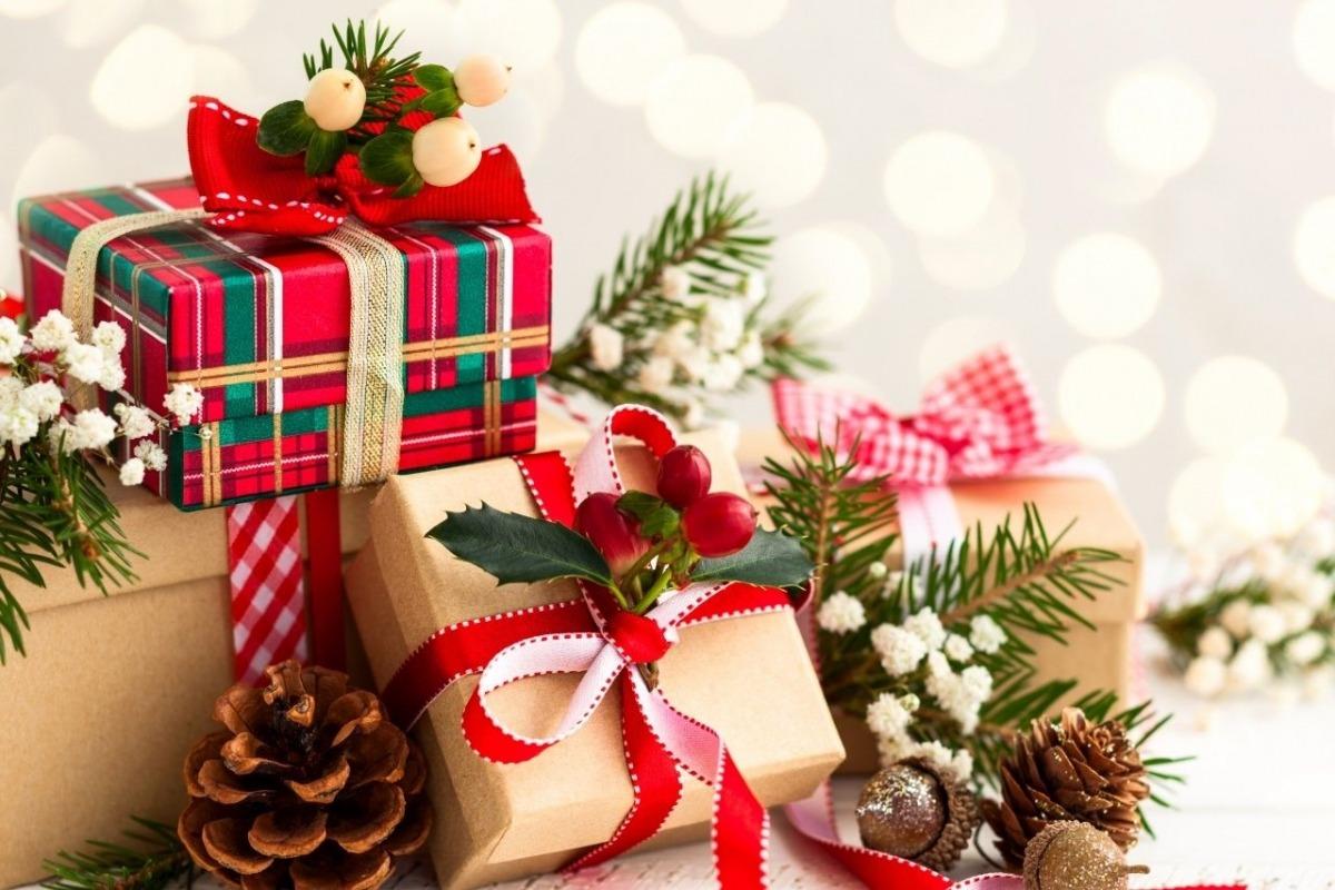 Сценарий новогоднего праздника для детей 5-8 лет «Новогодние подарки»