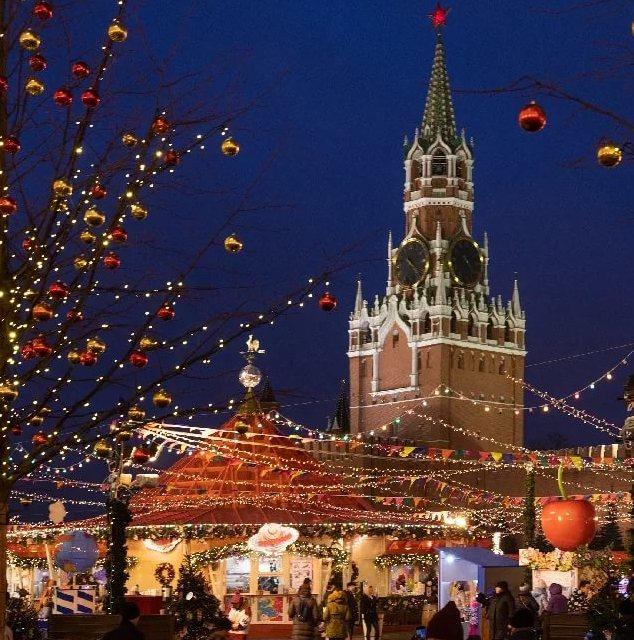 Новогодняя ярмарка у Кремля