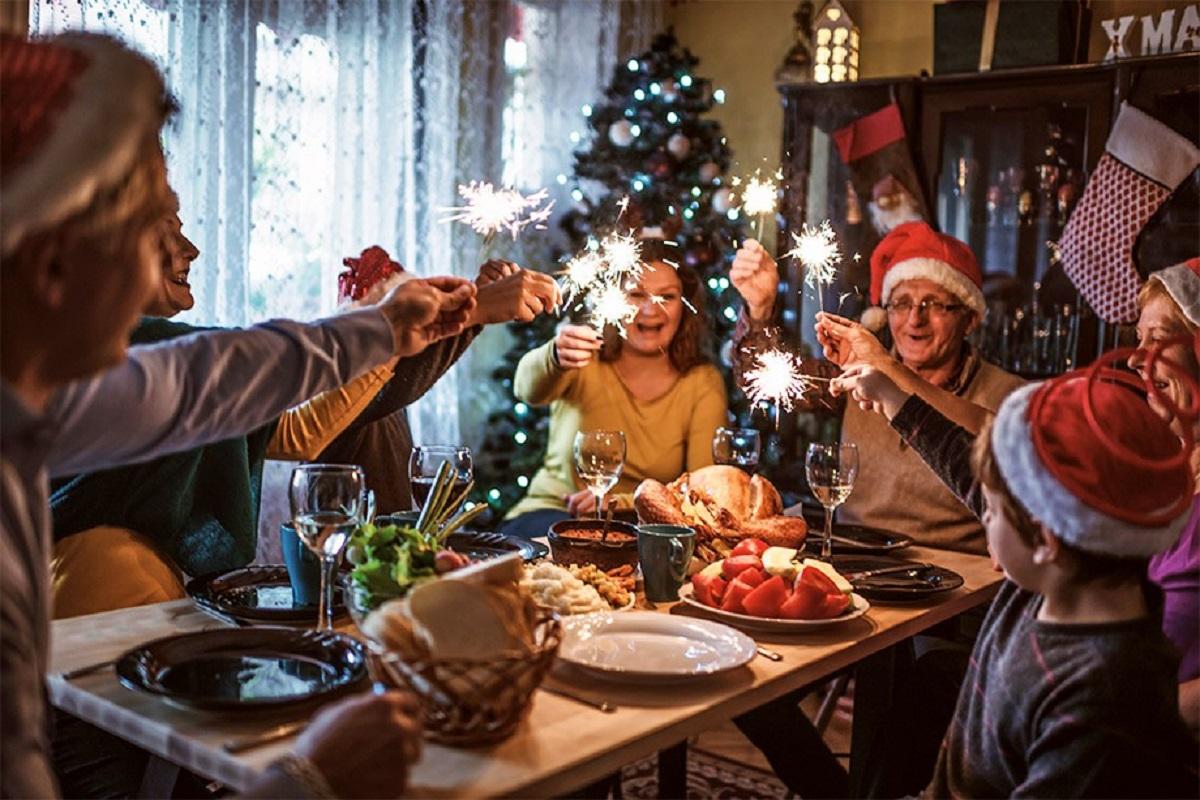 Прикольный сценарий Нового года дома «А вот и Новый год!»