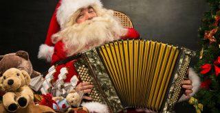 Дед Мороз с гармошкой